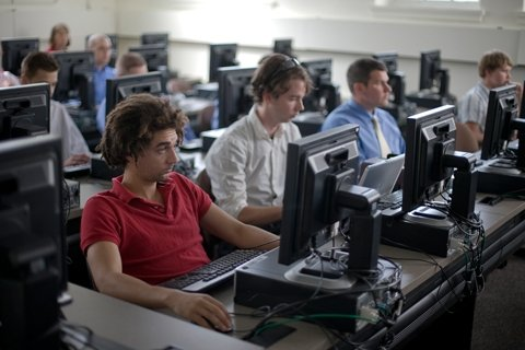 Computer lab being used for a Management Information Systems class